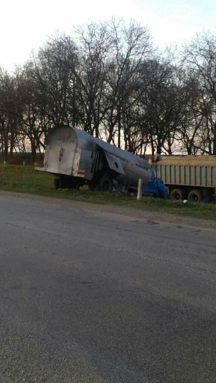 В Кировоградской области произошло серьезное ДТП с участием грузовика, перевозившего пропан. ФОТО, фото-1