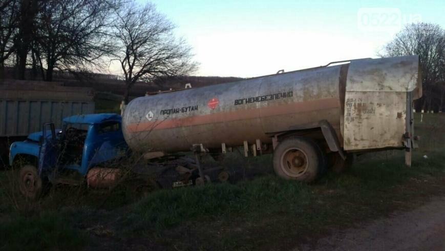 В Кировоградской области произошло серьезное ДТП с участием грузовика, перевозившего пропан. ФОТО, фото-2