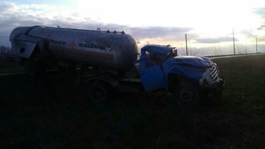 В Кировоградской области произошло серьезное ДТП с участием грузовика, перевозившего пропан. ФОТО, фото-3