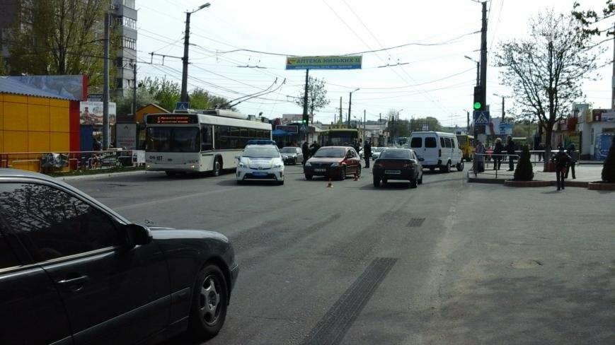 ДТП в Кропивницком: легковой автомобиль столкнулся с маршруткой ФОТО, фото-1