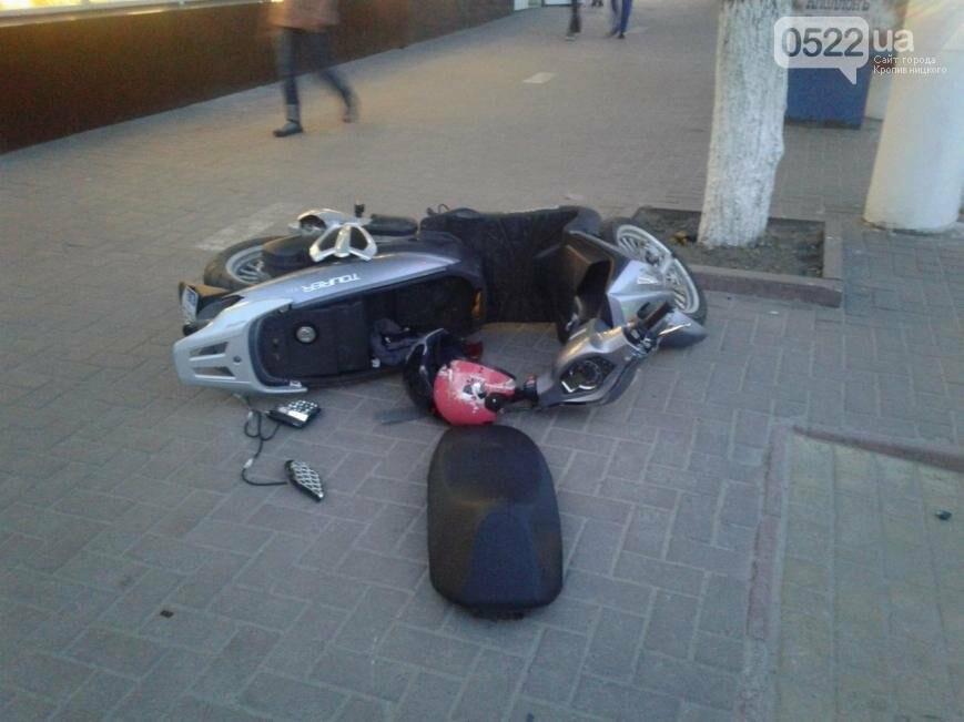 В центре Кропивницкого произошло ДТП с участием скутера ФОТО, фото-1