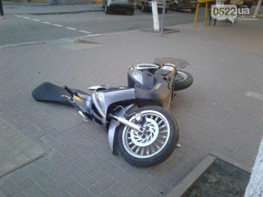 В центре Кропивницкого произошло ДТП с участием скутера ФОТО, фото-2