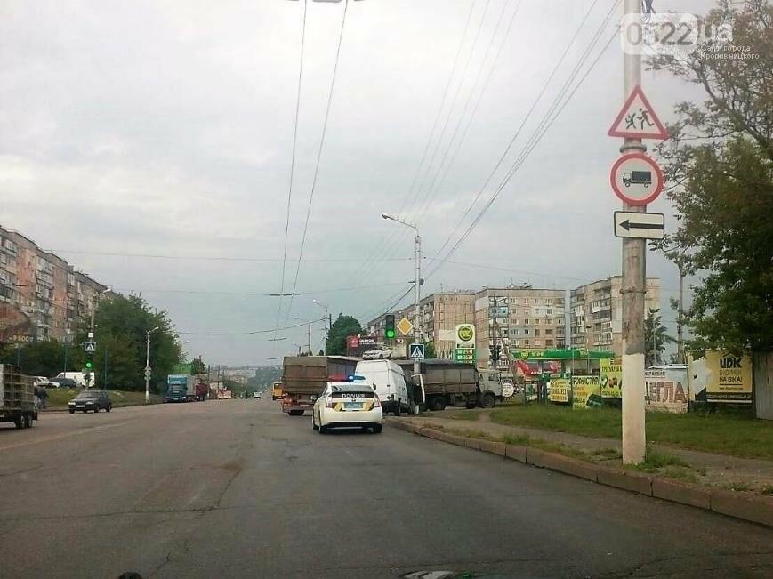 ДТП в Кропивницком: микроавтобус врезался в электроопору ФОТО, фото-1