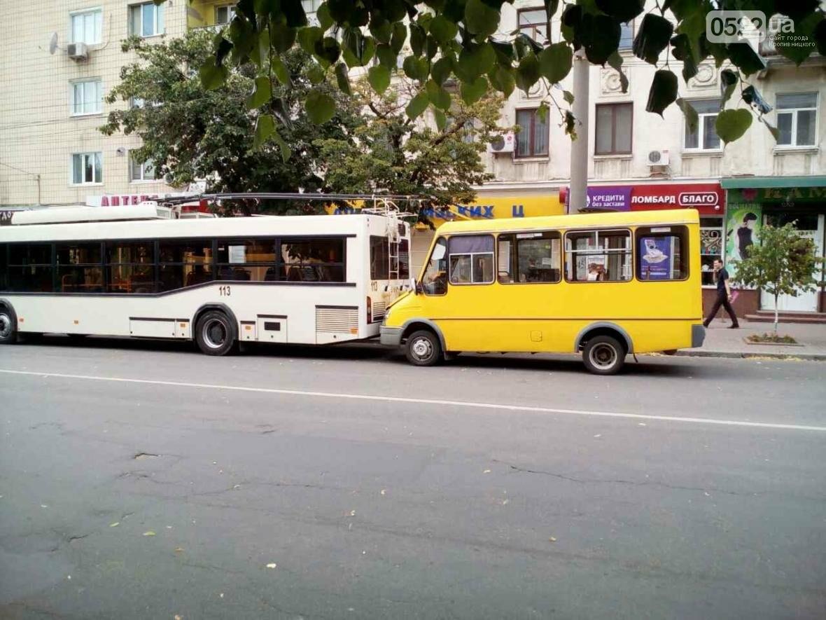 В Кропивницком маршрутка врезалась в троллейбус ФОТО, фото-3