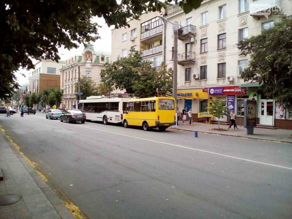 В Кропивницком маршрутка врезалась в троллейбус ФОТО, фото-2