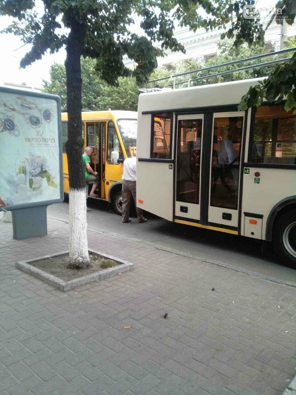 В Кропивницком маршрутка врезалась в троллейбус ФОТО, фото-5