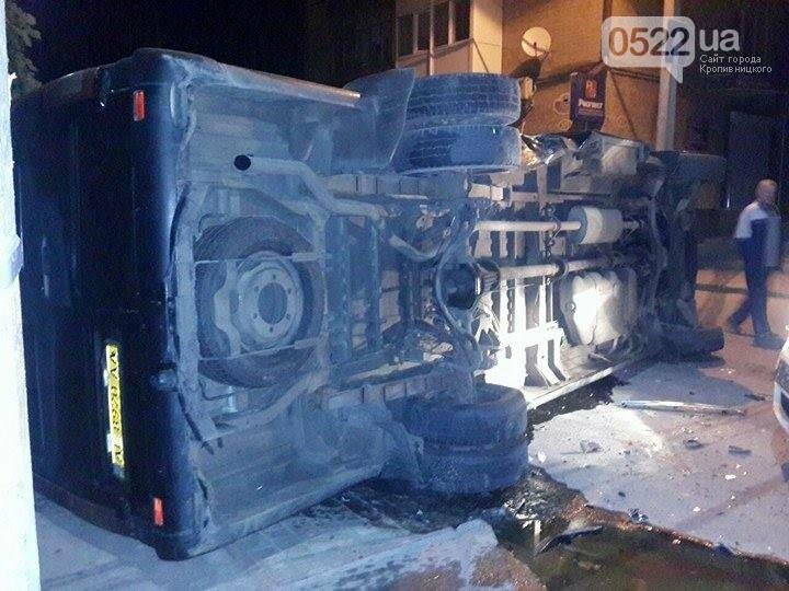 ДТП в Кропивницком: перевернулся микроавтобус (ФОТО), фото-4