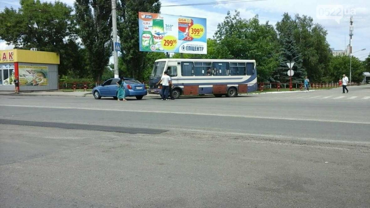 ДТП В Кропивницком: рейсовый автобус столкнулся с автомобилем ФОТО, фото-2