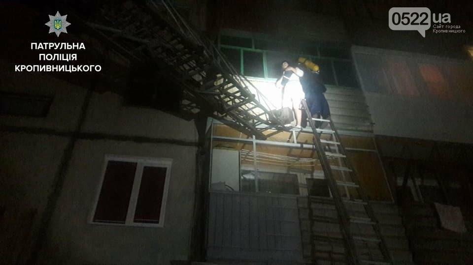В Кропивницком женщина спасаясь от пожара чуть не упала с ребенком с высоты третьего этажа. ФОТО, фото-9