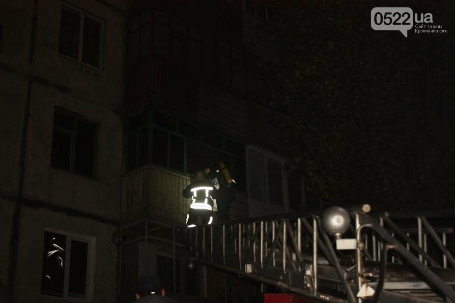 В Кропивницком женщина спасаясь от пожара чуть не упала с ребенком с высоты третьего этажа. ФОТО, фото-6