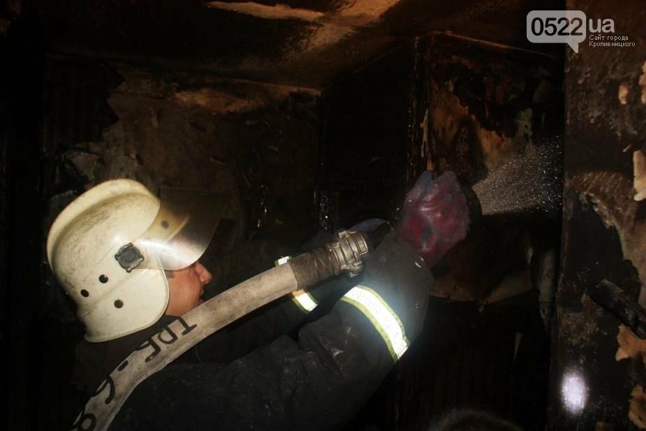 В Кропивницком женщина спасаясь от пожара чуть не упала с ребенком с высоты третьего этажа. ФОТО, фото-8