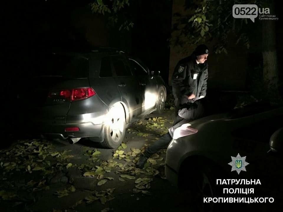Патрульні поліцейські Кропивницького затримали чоловіка, причетного до пошкодження та проникнення у авто, фото-2
