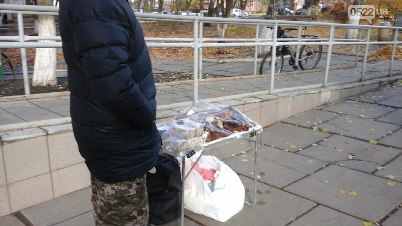 В Кропивницком торгуют копченным мясом без документов на территории больницы. ФОТО, фото-2