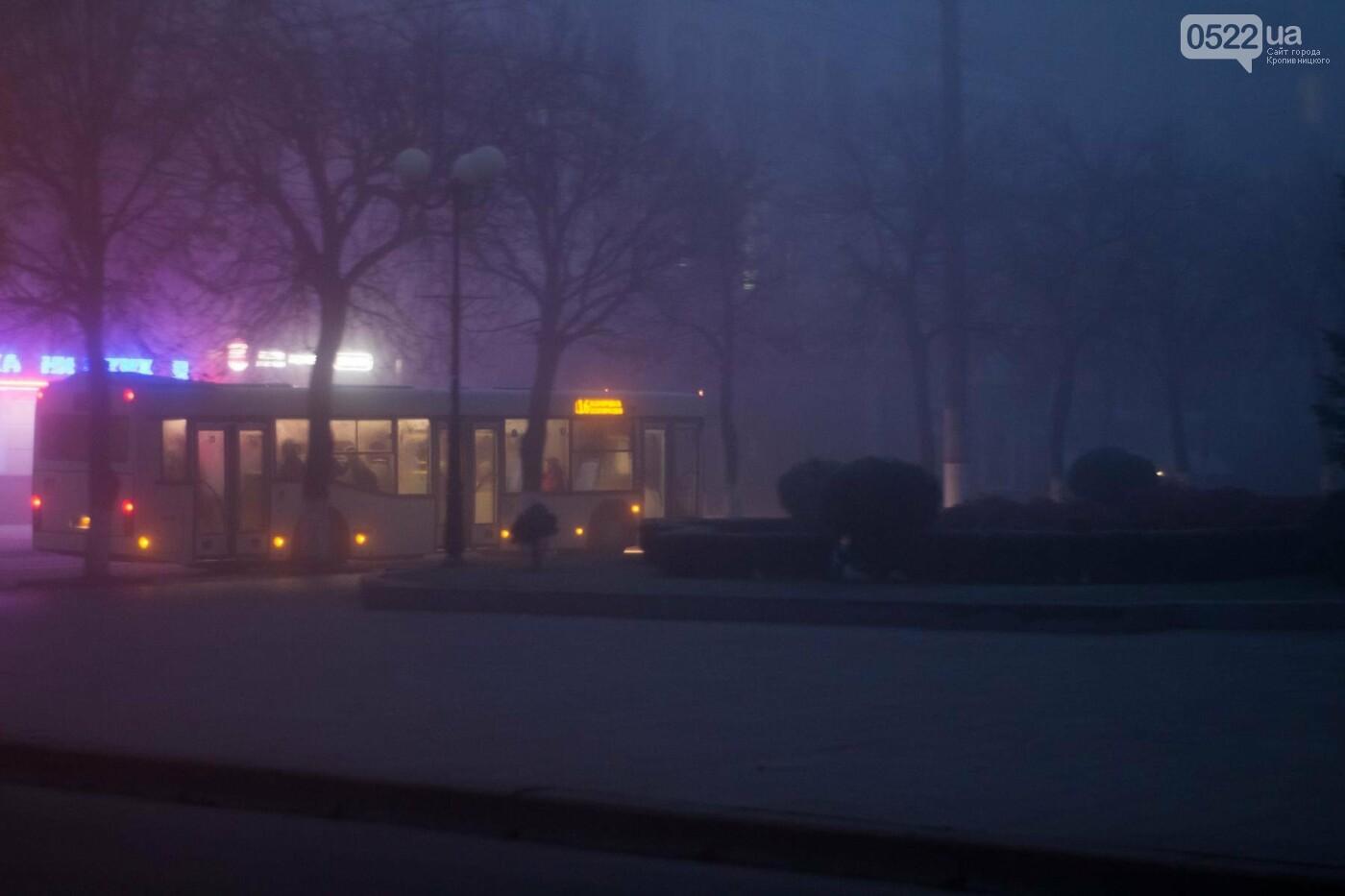 Зранку Кропивницький оповив густий туман. Фото, фото-4