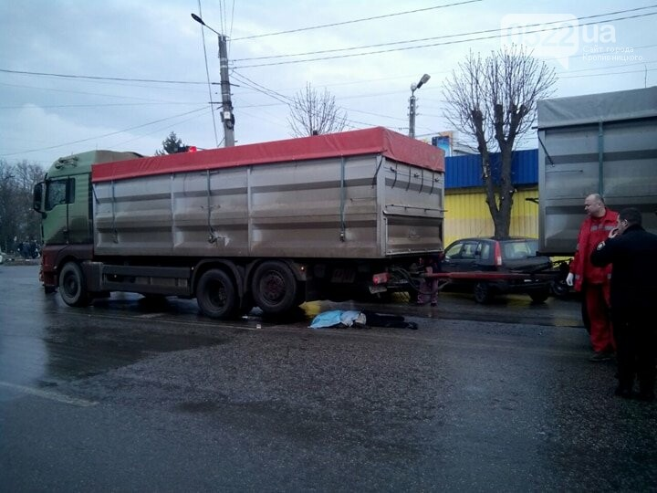В Кропивницком произошло ужасное ДТП: грузовик раздавил женщину. ФОТО 18+, фото-2