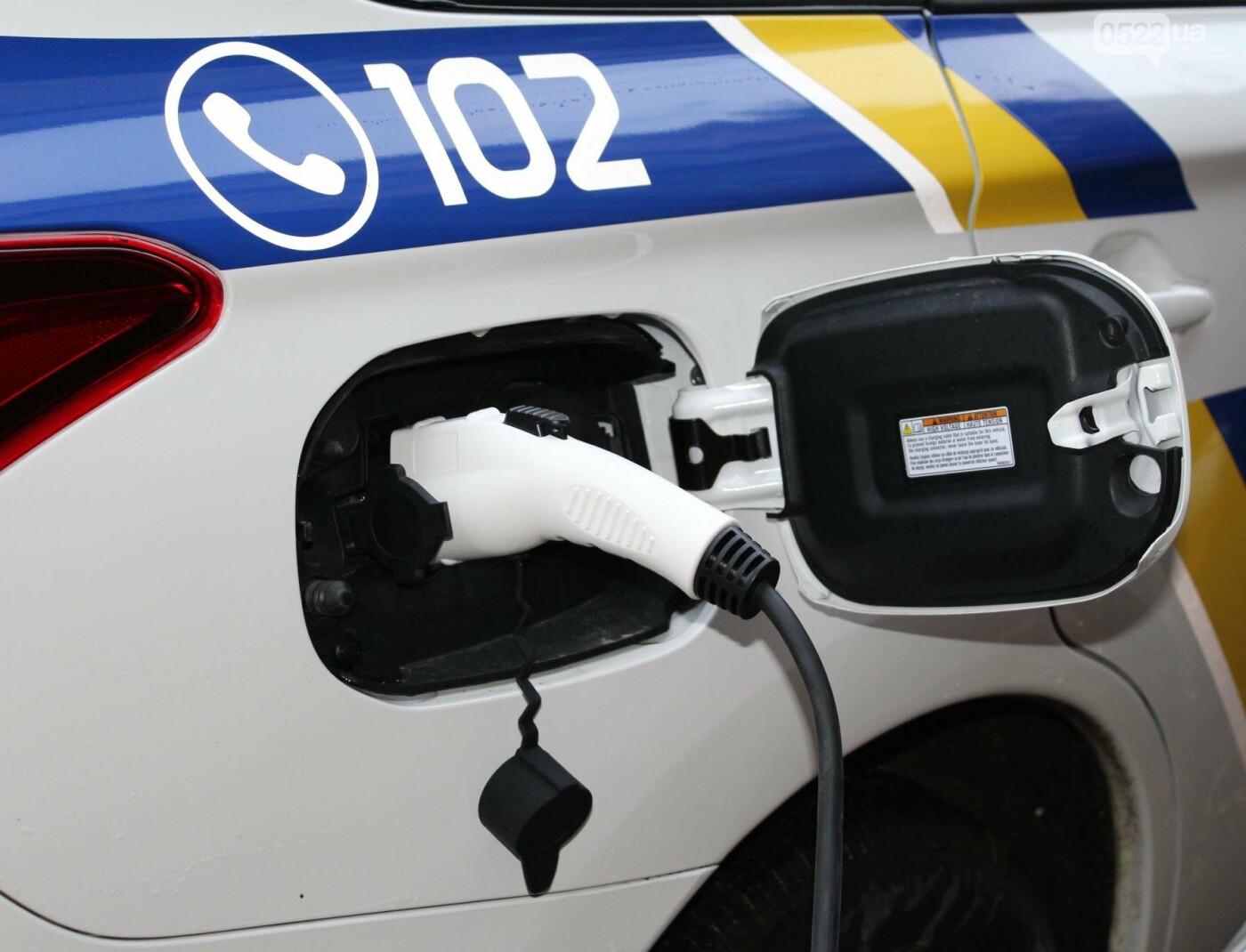 Поліцейські Кіровоградщини одні з перших в Україні провели тендер та закупили пристрої для пришвидшеної зарядки автомобілів (ФОТО, ВИДЕО), фото-1
