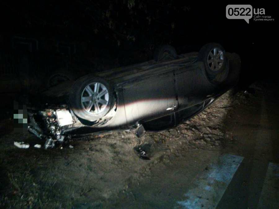 """ДТП в Кропивницком: автомобиль """"Lexus"""" врезался в дерево и перевернулся. ФОТО, фото-2"""
