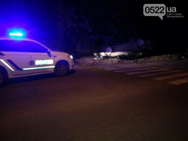 """ДТП в Кропивницком: автомобиль """"Lexus"""" врезался в дерево и перевернулся. ФОТО, фото-1"""