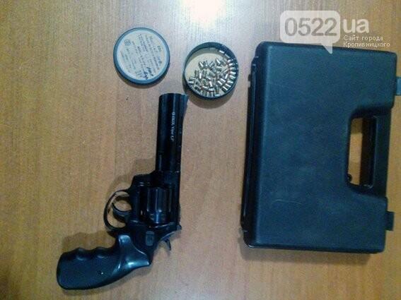 В Донецкой области поймали с оружием жителя Кировоградщины. ФОТО, фото-1