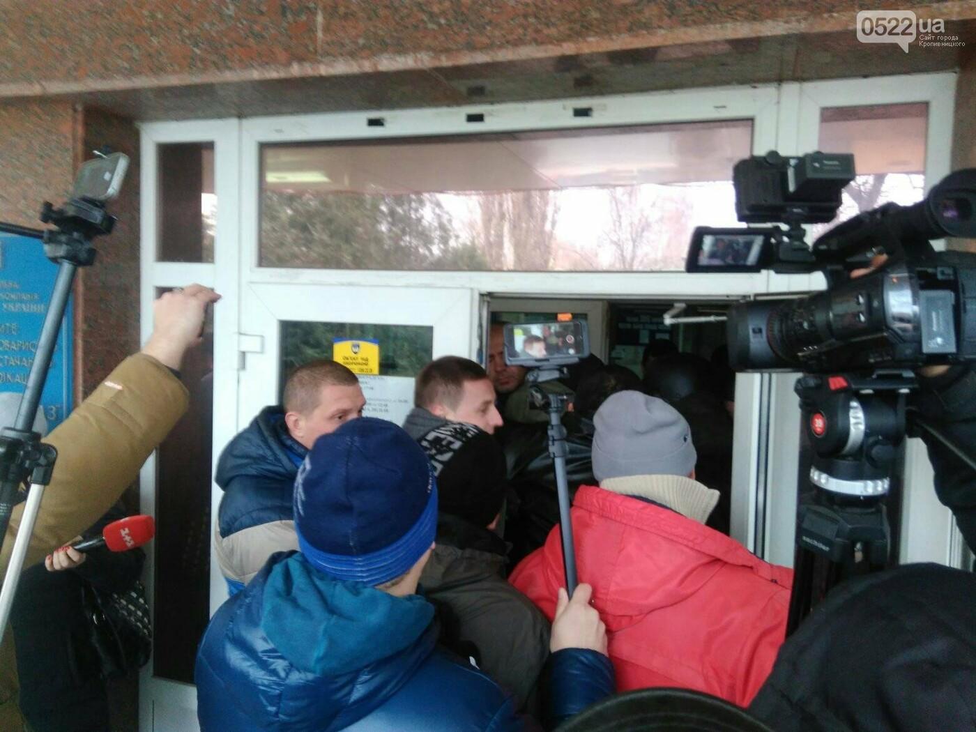 Активісти штурмом прорвалися у будівлю «Кіровоградгазу», фото-3