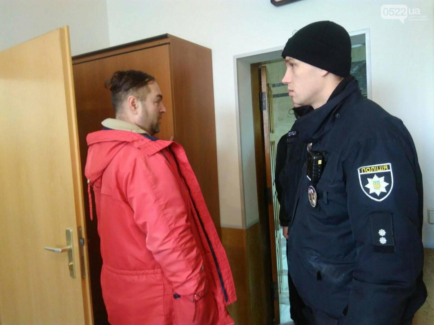 Активісти штурмом прорвалися у будівлю «Кіровоградгазу», фото-1