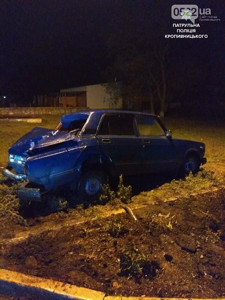 Пьяное ДТП в Кропивницком: автомобиль снес дорожный знак и врезался в электроопору. ФОТО, фото-3