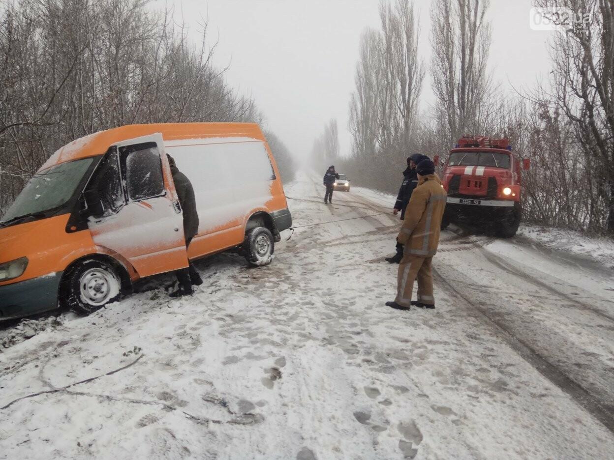 Кіровоградська область: протягом минулої доби рятувальники надали допомогу водіям 6 автотранспортних засобів по буксируванню (ФОТО), фото-1