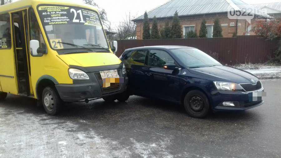 ДТП в Кропивницком: маршрутка протаранила легковой автомобиль. ФОТО, фото-2