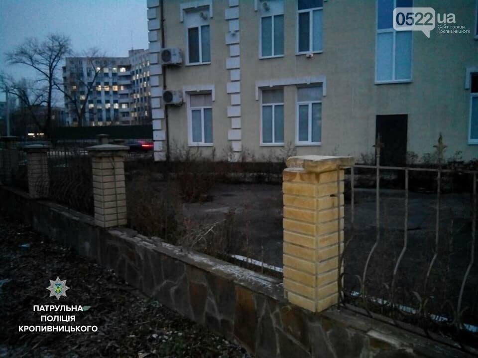 У Кропивницькому чоловік викрав металеву огорожу, щоб здати її на металобрухт ФОТО, фото-1