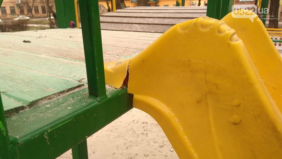 """У реконструйованому сквері """"Покровський"""" побували вандали. ФОТО, фото-3"""