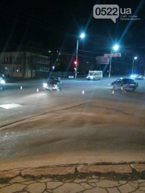 В Кропивницком перекресток не поделили автомобили российского автопрома. ФОТО, фото-1