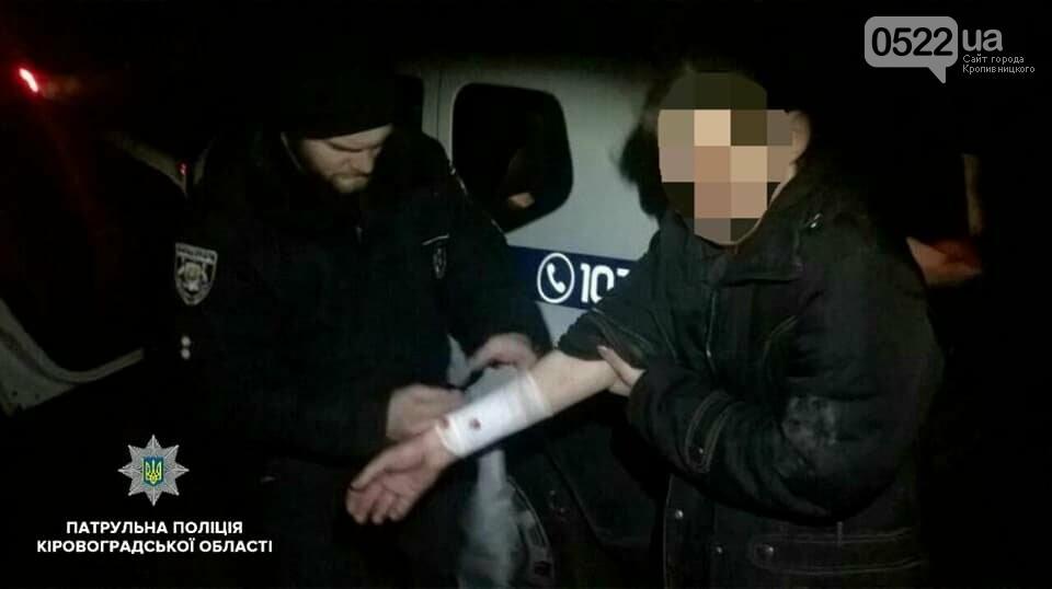Кропивницькі патрульні затримали чоловіка, який травмував жінку і відібрав у неї ноутбок ФОТО, фото-1