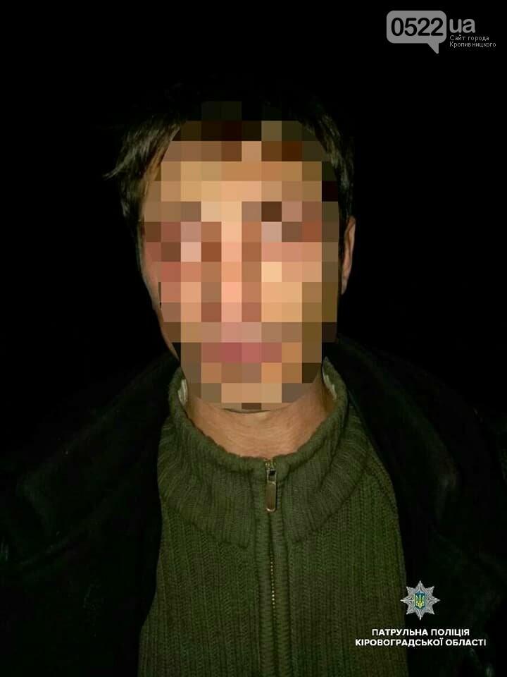 Кропивницькі патрульні затримали чоловіка, який травмував жінку і відібрав у неї ноутбок ФОТО, фото-2