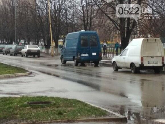 В Александрии фургон столкнулся с микроавтобусом. ФОТО, фото-1