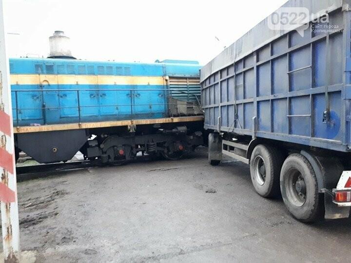В Кропивницком произошло ДТП между тепловозом и грузовиком. ФОТО, фото-2