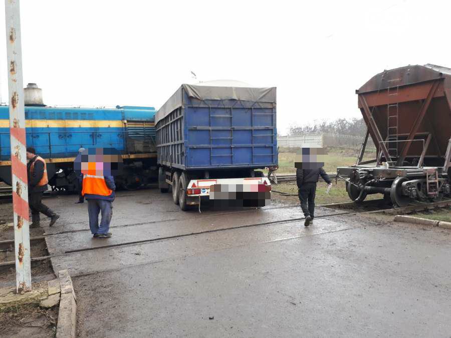 В Кропивницком произошло ДТП между тепловозом и грузовиком. ФОТО, фото-6
