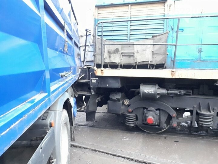 В Кропивницком произошло ДТП между тепловозом и грузовиком. ФОТО, фото-3