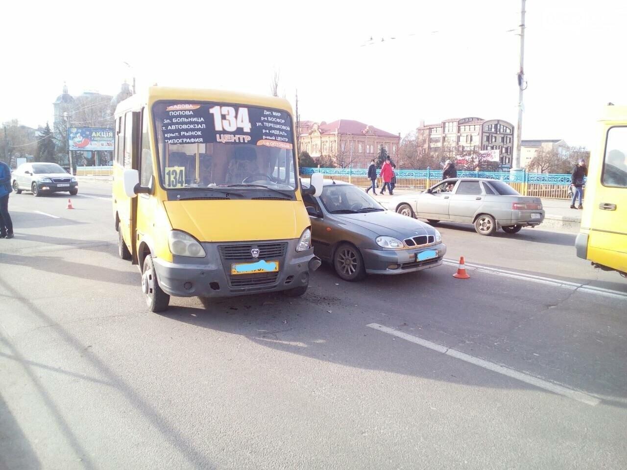 В Кропивницком произошло ДТП с участием маршрутки. ФОТО, фото-3