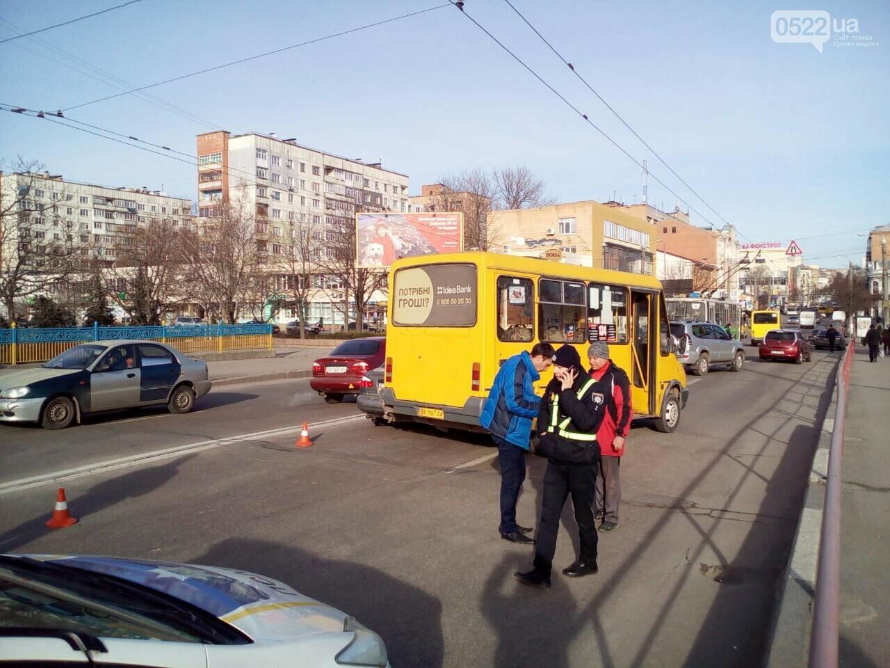 В Кропивницком произошло ДТП с участием маршрутки. ФОТО, фото-1
