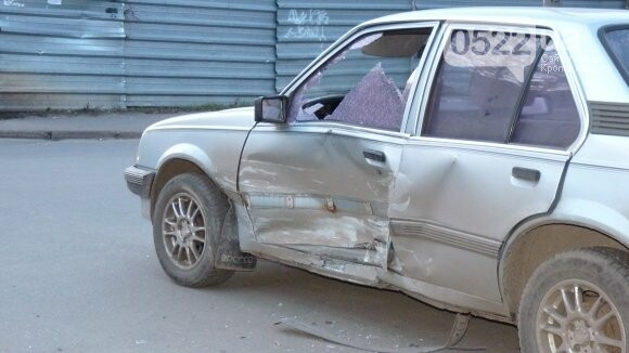 В Александрии сильно столкнулись два автомобиля. ФОТО, фото-2
