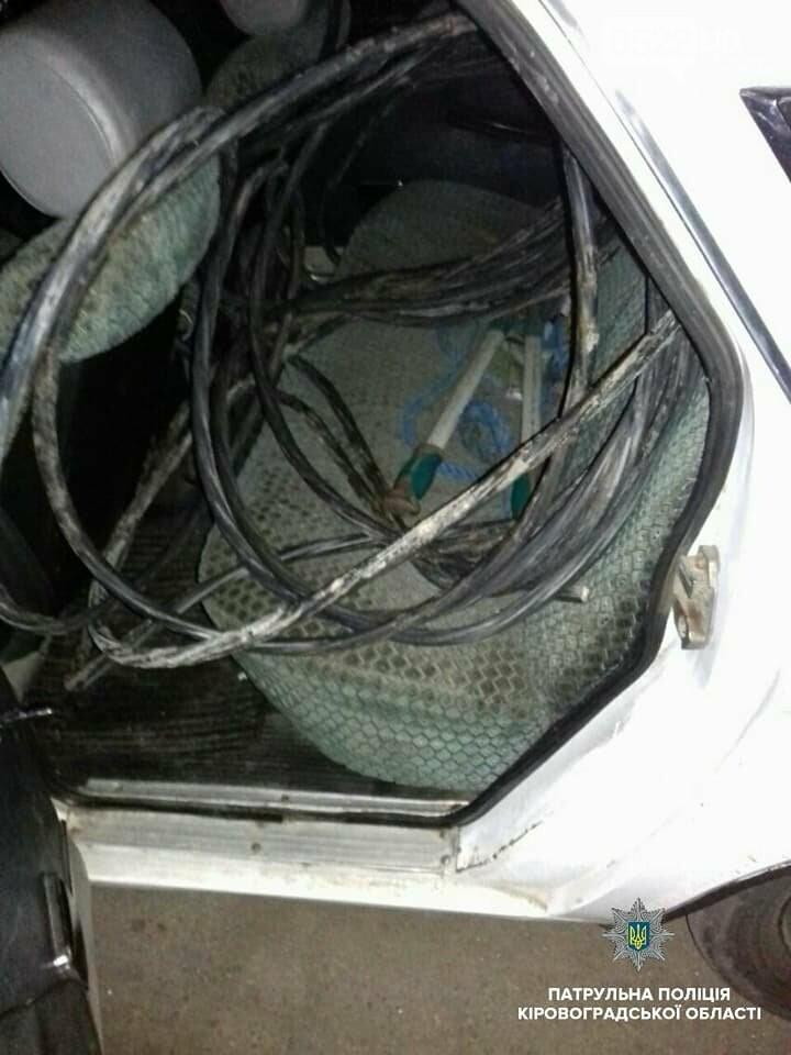 Патрульные задержали водителя, у которого в автомобиле нашли кабель, фото-1