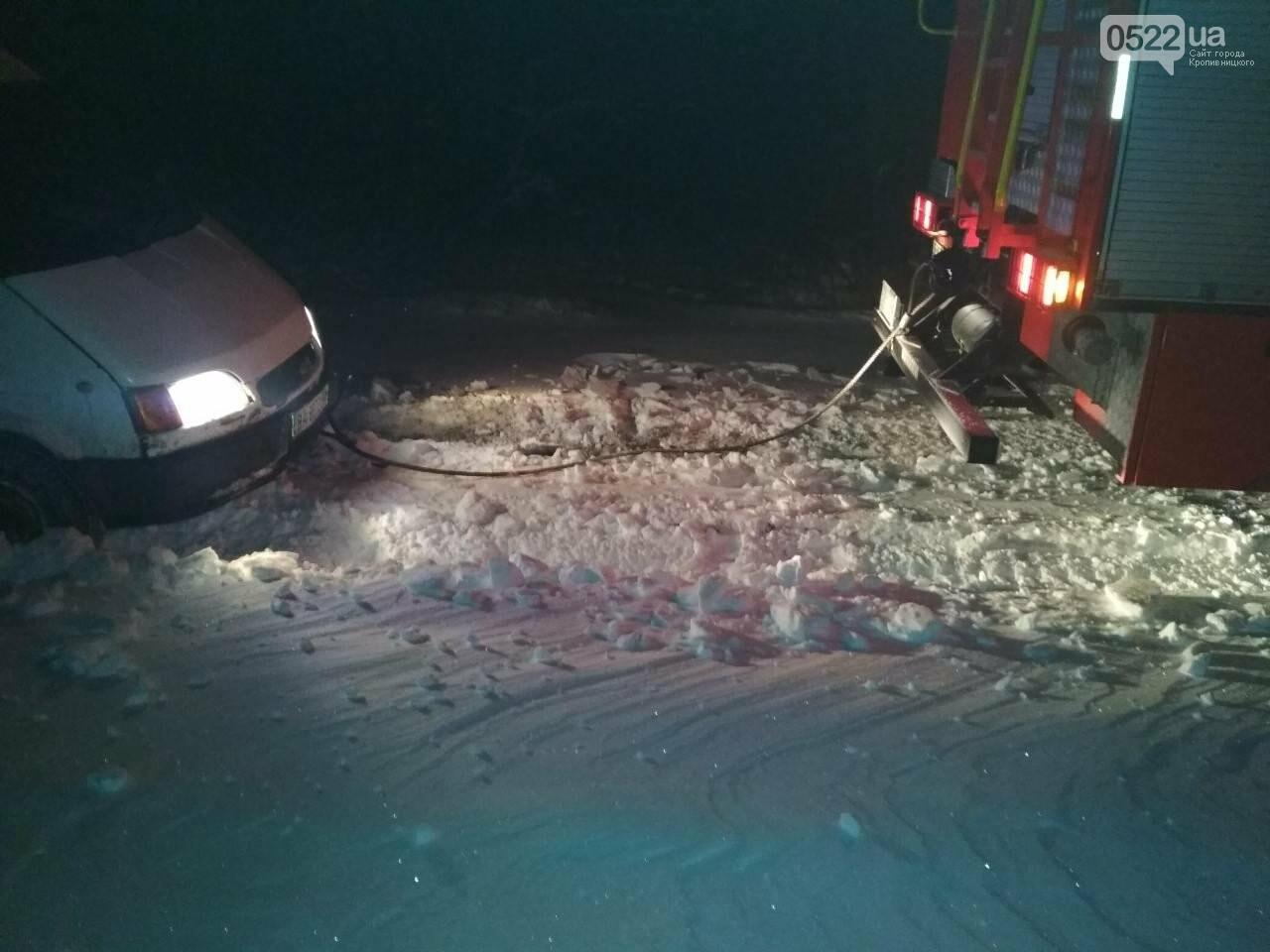 Кіровоградська область: минулої доби рятувальники відбуксирували 9 автомобілів із складних ділянок автошляхів, фото-2