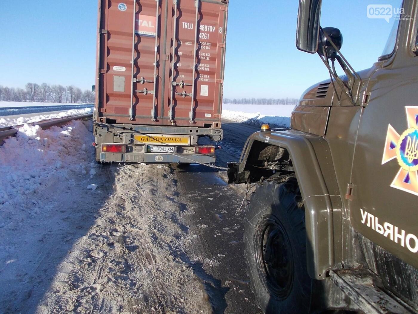 Кіровоградська область: минулої доби рятувальники відбуксирували 9 автомобілів із складних ділянок автошляхів, фото-6