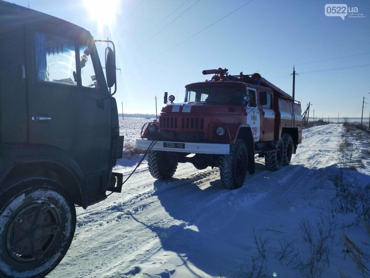 Кіровоградська область: минулої доби рятувальники відбуксирували 9 автомобілів із складних ділянок автошляхів, фото-1