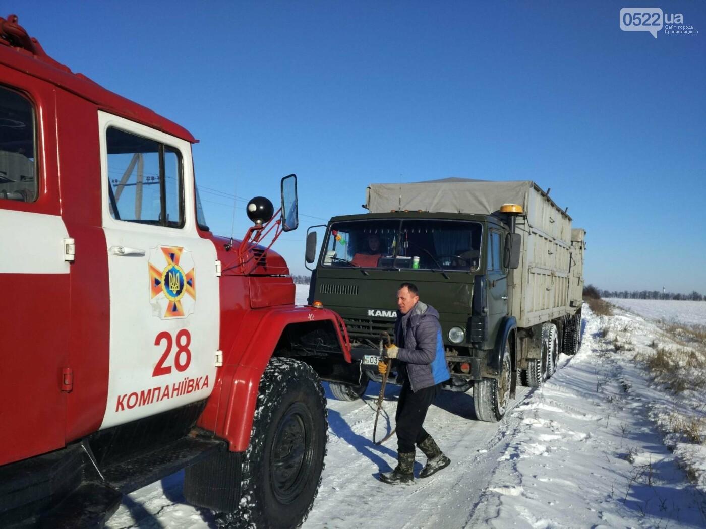 Кіровоградська область: минулої доби рятувальники відбуксирували 9 автомобілів із складних ділянок автошляхів, фото-5