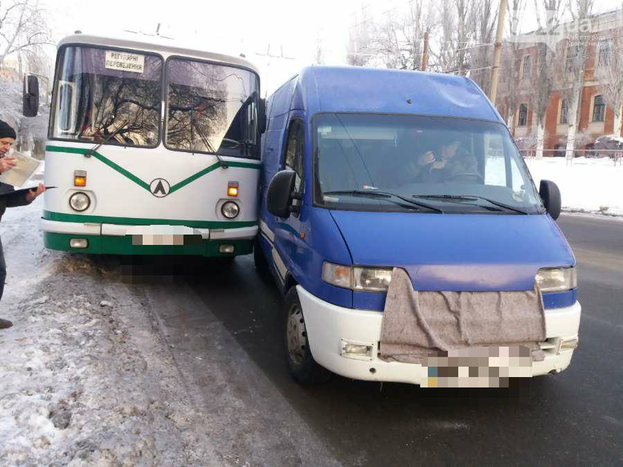 В Кропивницком произошло ДТП с участием автобуса. ФОТО, фото-2