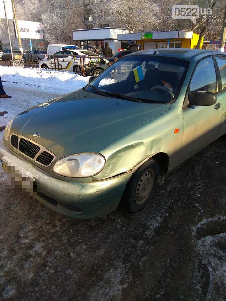 ДТП в Кропивницком: автомобиль протаранил другое авто и забор. ФОТО, фото-4