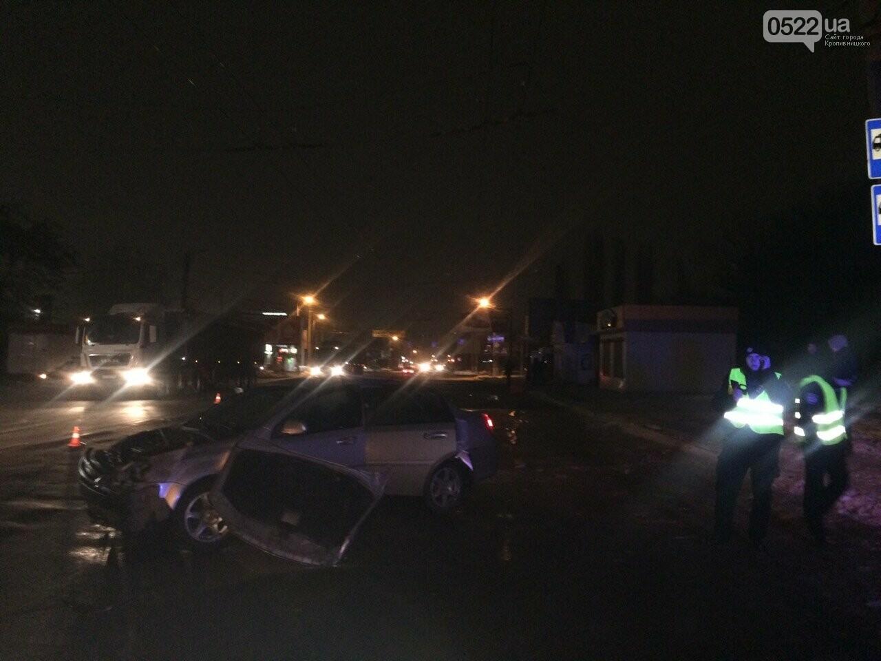 Ночное ДТП в Кропивницком: автомобиль вылетел на остановку и сбил iBox. ФОТО, фото-6