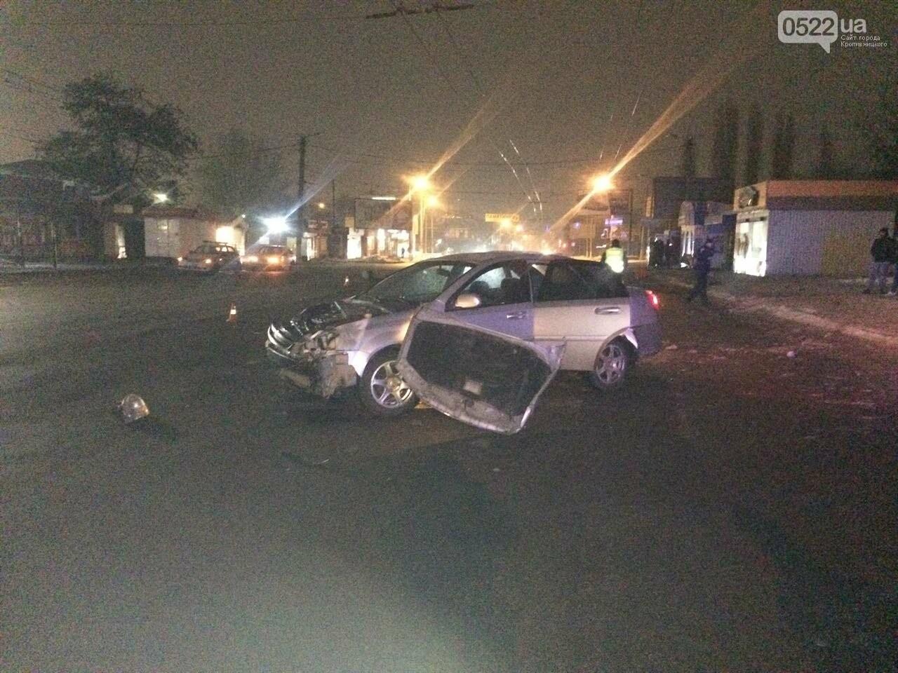 Ночное ДТП в Кропивницком: автомобиль вылетел на остановку и сбил iBox. ФОТО, фото-8