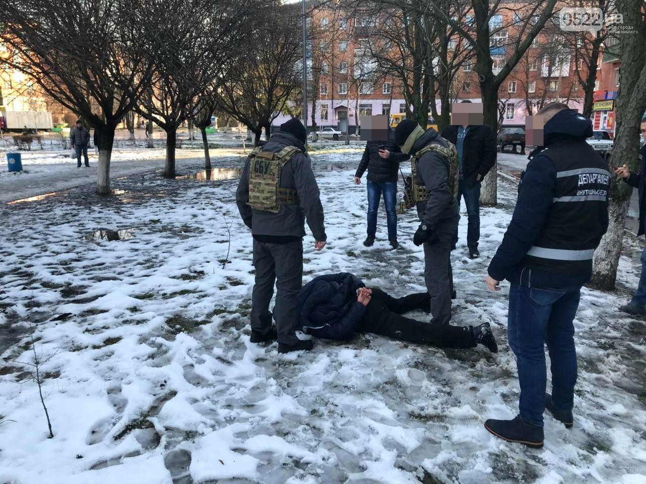 В Александрии СБУшники задержали двух полицейских, которые промышляли торговлей наркотиками ФОТО, фото-8